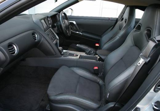 NISSAN GT-R I coupe silver grey wnętrze