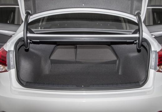 HYUNDAI i40 II sedan biały przestrzeń załadunkowa