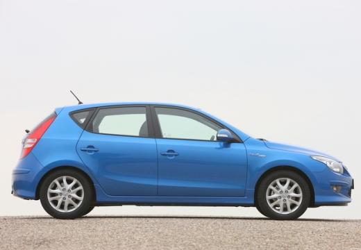 HYUNDAI i30 II hatchback niebieski jasny boczny prawy