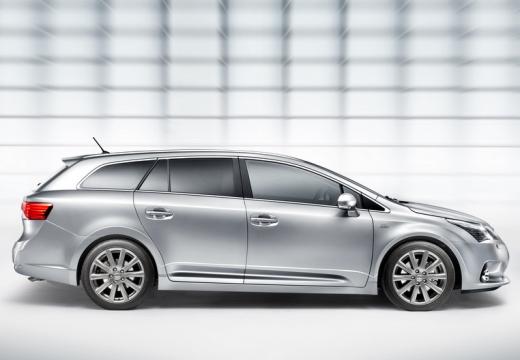 Toyota Avensis kombi silver grey boczny prawy