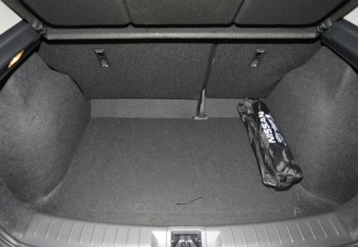 NISSAN Pulsar I hatchback przestrzeń załadunkowa
