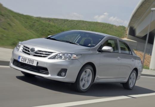 Toyota Corolla II sedan silver grey przedni lewy