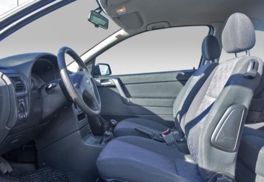 OPEL Astra II hatchback wnętrze