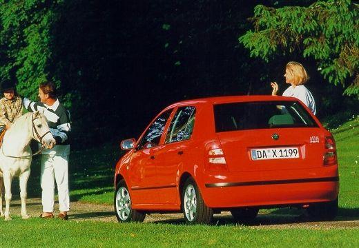 SKODA Fabia II hatchback czerwony jasny tylny lewy