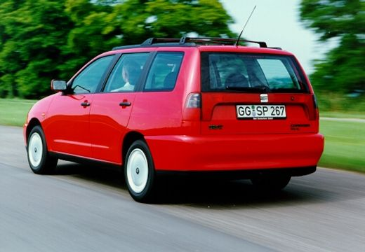 SEAT Cordoba kombi czerwony jasny tylny lewy