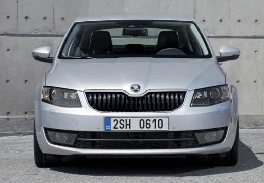 SKODA Octavia III I hatchback silver grey przedni