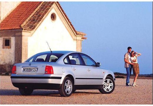 VOLKSWAGEN Passat III sedan silver grey tylny prawy