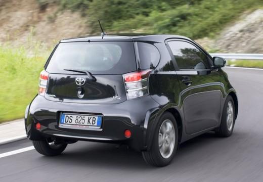 Toyota iQ hatchback czarny tylny prawy
