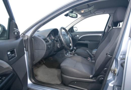 FORD Mondeo V hatchback wnętrze