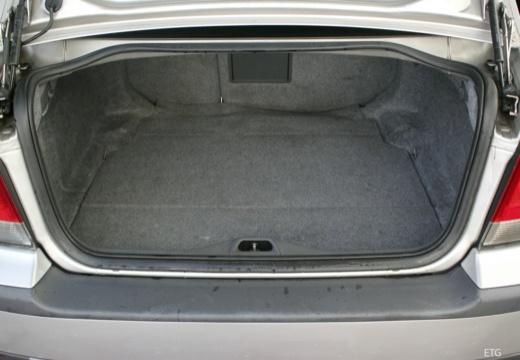 VOLVO S60 I sedan przestrzeń załadunkowa