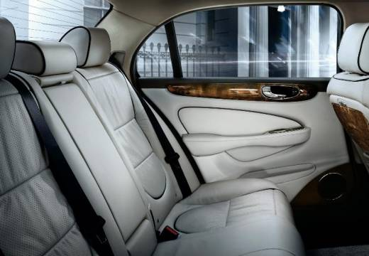 JAGUAR XJ sedan silver grey wnętrze