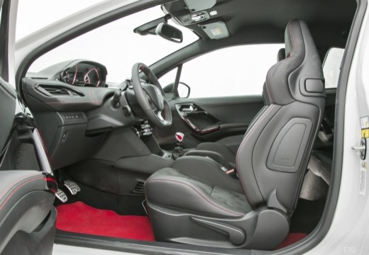 PEUGEOT 208 I hatchback wnętrze