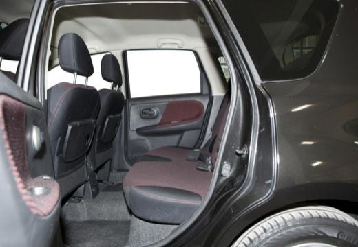 NISSAN Note I hatchback wnętrze