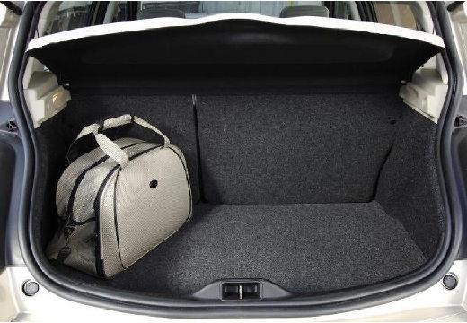 RENAULT Megane II II hatchback beige przestrzeń załadunkowa