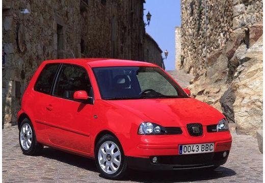 SEAT Arosa hatchback czerwony jasny przedni prawy