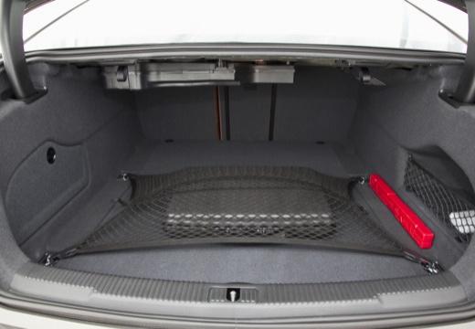 AUDI A6 C7 I sedan szary ciemny przestrzeń załadunkowa