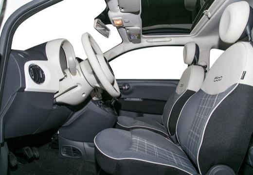 FIAT 500 hatchback biały wnętrze