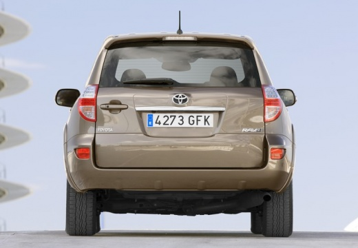 Toyota RAV4 V kombi beige tylny