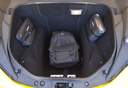 FERRARI 458 I coupe żółty przestrzeń załadunkowa