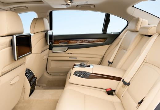 BMW Seria 7 F01 F02 II sedan wnętrze