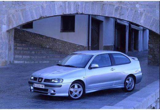 SEAT Cordoba coupe silver grey przedni lewy