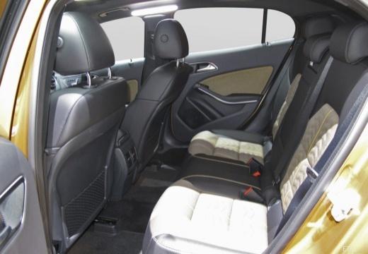 MERCEDES-BENZ Klasa GLA GLA 156 hatchback wnętrze