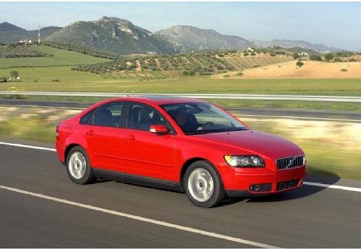 VOLVO S40 IV sedan czerwony jasny przedni prawy