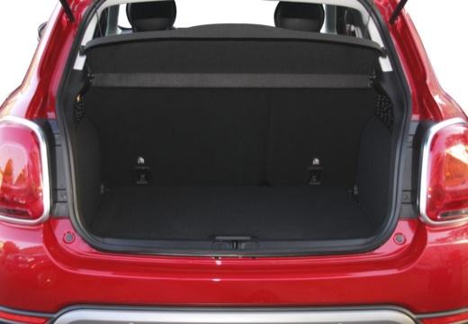 FIAT 500 X Off-Road Look hatchback czerwony jasny przestrzeń załadunkowa