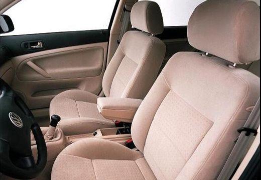 VOLKSWAGEN Passat III sedan wnętrze
