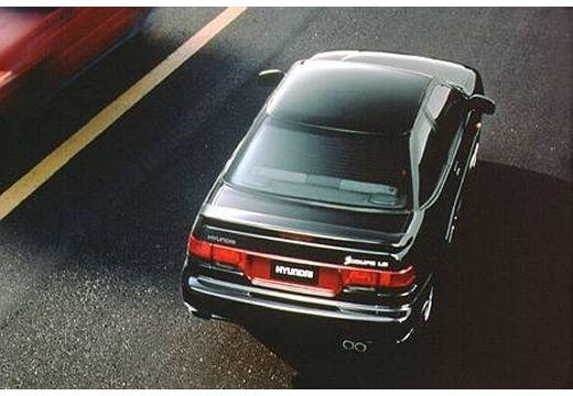 HYUNDAI S- Coupe coupe czarny tylny prawy