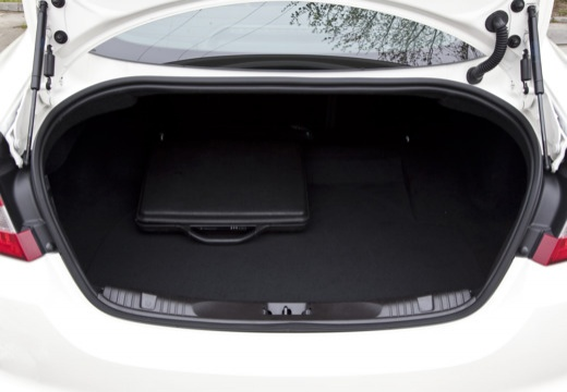 JAGUAR XF I sedan biały przestrzeń załadunkowa