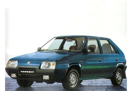 SKODA Favorit hatchback niebieski jasny przedni lewy