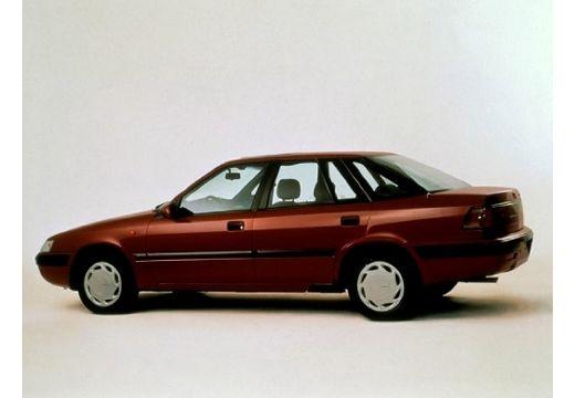DAEWOO / FSO Espero sedan bordeaux (czerwony ciemny) boczny lewy