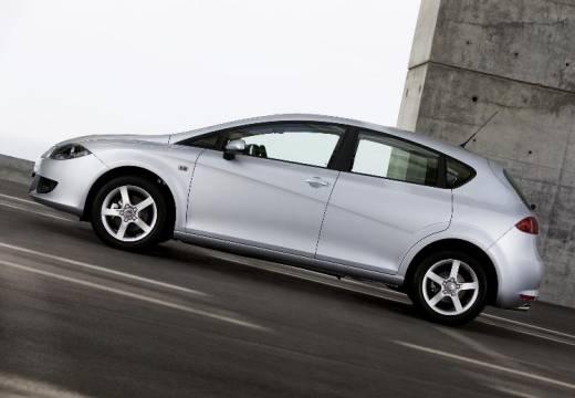 SEAT Leon II hatchback silver grey boczny lewy