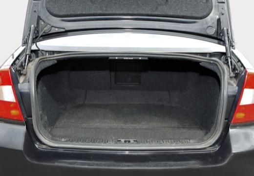 VOLVO S80 III sedan czarny przestrzeń załadunkowa