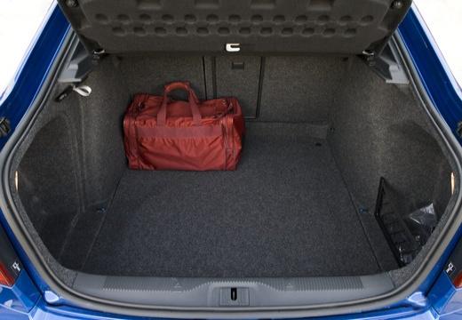SKODA Octavia II II hatchback przestrzeń załadunkowa