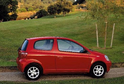 Toyota Yaris I hatchback czerwony jasny boczny prawy
