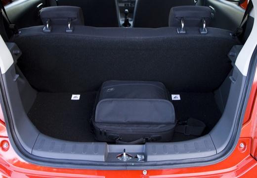 SUZUKI Alto hatchback przestrzeń załadunkowa
