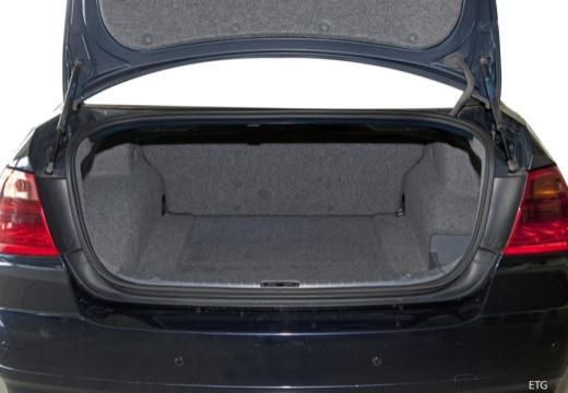 BMW Seria 3 E90 I sedan przestrzeń załadunkowa