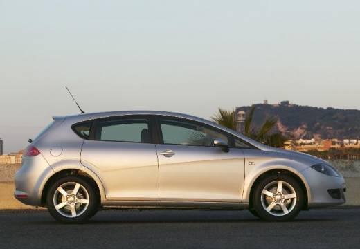 SEAT Leon II hatchback silver grey boczny prawy