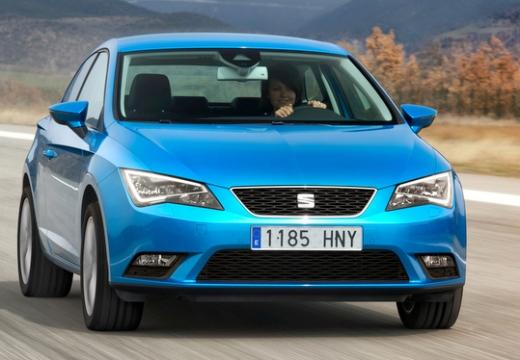 SEAT Leon IV hatchback niebieski jasny przedni prawy