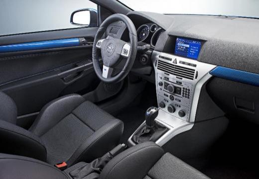 OPEL Astra III GTC II hatchback niebieski jasny wnętrze