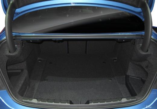 BMW Seria 4 F32/F82 20 coupe przestrzeń załadunkowa