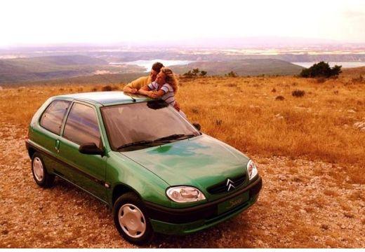 CITROEN Saxo II hatchback zielony przedni prawy