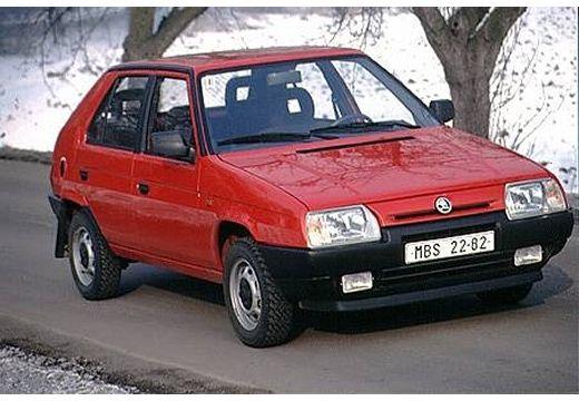 SKODA Favorit hatchback czerwony jasny przedni prawy