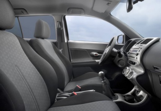 Toyota Urban Cruiser hatchback wnętrze
