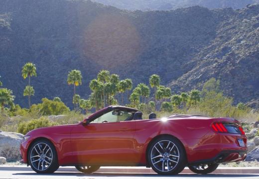 FORD Mustang kabriolet czerwony jasny tylny lewy