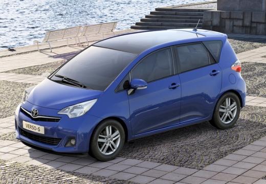 Toyota Verso-S hatchback niebieski jasny przedni lewy