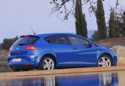 SEAT Leon III hatchback niebieski jasny tylny prawy