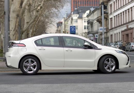 OPEL Ampera hatchback biały boczny prawy